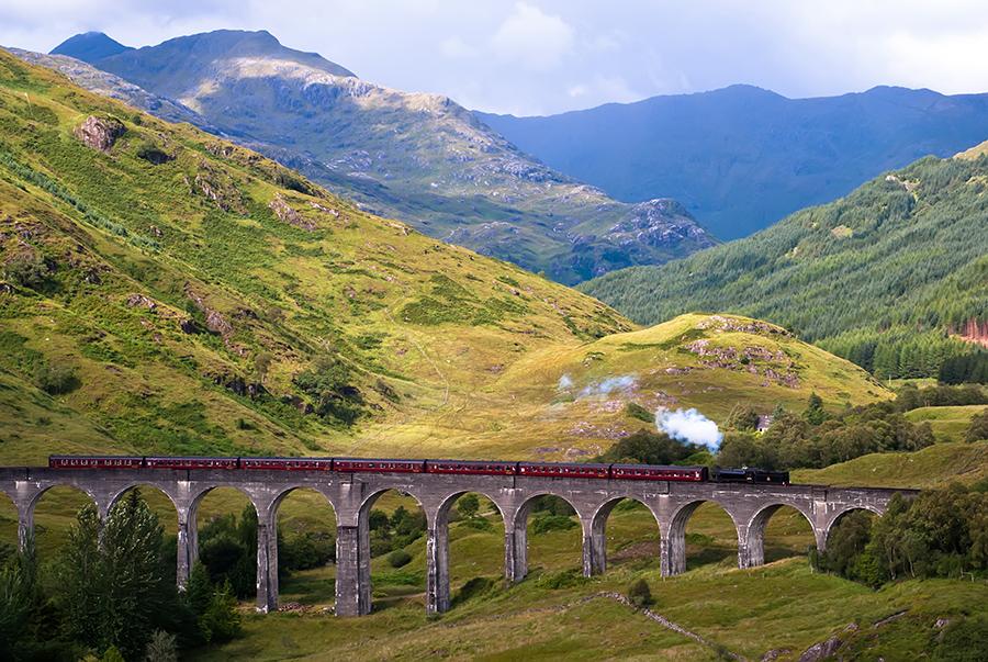 Viaducto Gelnnfin y Jacobine Steam Train